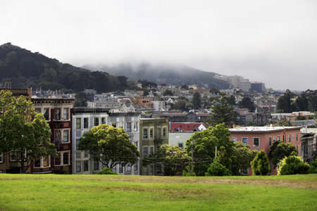 Ver a San Francisco con Alamo Square photo