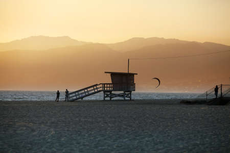 Lifeguard Station auf Venice Beach in Kalifornien Standard-Bild - 12724386