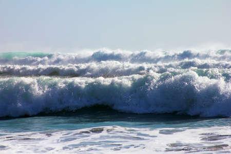 granola: Gran ola se estrella en la costa. Oc�ano Indico