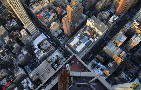 aerial: Manhattan New York City skyline veduta aerea con Empire State e grattacieli