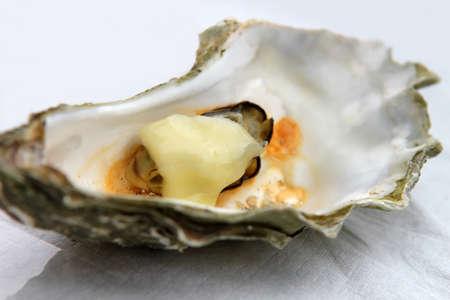 ostra: Abrir las ostras frescas con queso