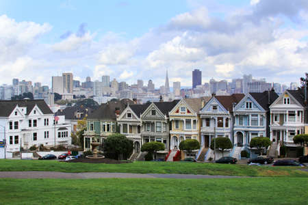 heights: View to San Francisco with Alamo Square