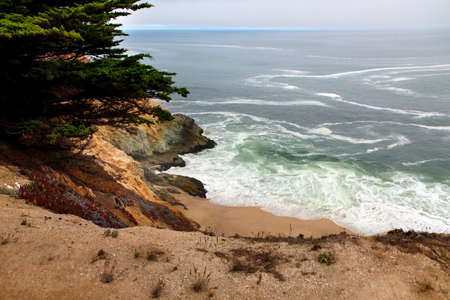 steinbeck: Beautiful views of the rocky cliffs and coastline near Half Moon Bay, California