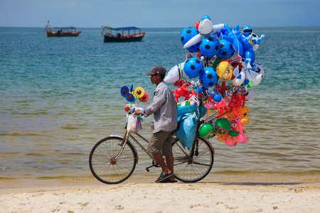 gimmick: SIHANOUKVILLE, CAMBODIA - APRIL 12, 2014: unidentified boy selling balloons on the coast of Sihanoukville, Cambodia Editorial