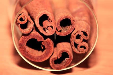 badiane: Cinnamon isolated on wood background