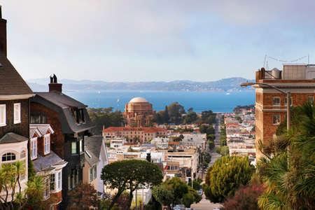 Russian palace: Derecho consulado ruso. Calle de Baker en San Francisco. Vista de la bah�a y el Palacio de las Bellas Artes Foto de archivo