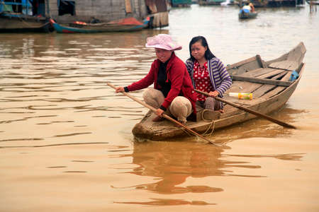 tonle sap: SIEM REAP, CAMBODIA - APRIL 06, 2014: A mother and daughter on a floating village on Tonle Sap lake in Siem Reap, Cambodia on april 06, 2014. Editorial