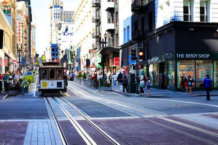 San Francisco, CA, USA - 28 september 2013: Old tram - Het is de meest populaire manier om de stad van San Francisco die in dienst sinds 1873 te krijgen.