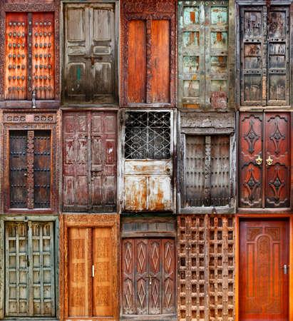 puertas antiguas: Un collage de las 15 puertas de madera de Stoun Ciudad de Zanzíbar, Tanzania. Foto de archivo