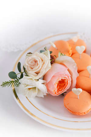boutonniere: Cakes and boutonniere with roses
