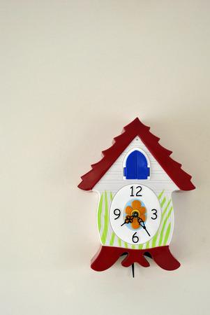 cuckoo clock: colorido reloj de cuco
