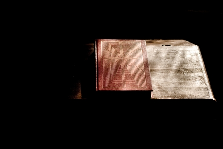 book of praise on a bookstand in a dark church with sunlight streaming through a window Zdjęcie Seryjne