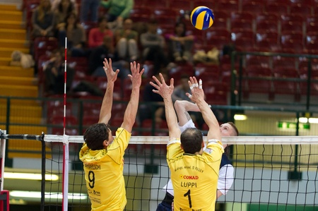 reggio emilia: MONZA, ITALY - NOVEMBER, 25  Arpad Baroti against Barbareschi and Luppi in Vero Volley  Monza   white   vs Conad Reggio Emilia    Yellow  -Italian Volley A2 League on 2012 Novermber, 25 in Monza  Italy  Editorial