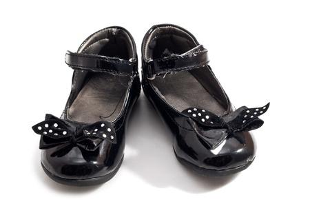 heirlooms: Un paio di scarpe usate per chidren isolato su sfondo bianco Archivio Fotografico