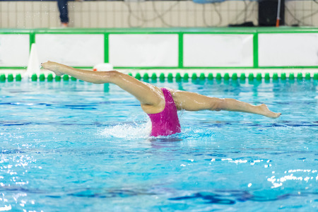 synchronize: synchronize swimmer in swimming pool performing training