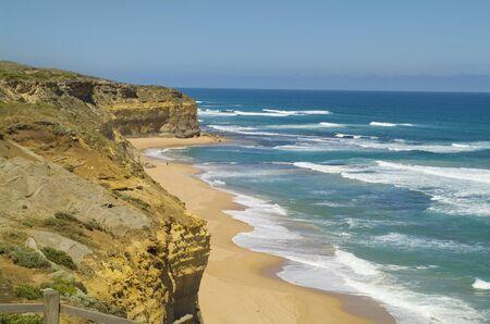 strand australie: Australië, het strand en de kust op de Great Ocean Road in de buurt twaalftal apostelen Stockfoto