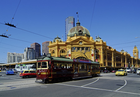Melbourne Australia November 09th 2006: Flinders Street Station and City Circle Tram 報道画像