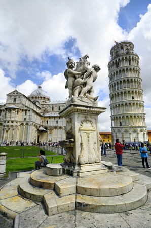 miracoli: Pisa, Italy - June 11th 2012: Unidentified tourists in Unesco world heritage site Piazza dei Miracoli with dome, leaning tower and fontana dei putti Editorial