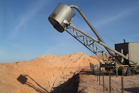 opal: Opal mining in Coober Pedy, Australia