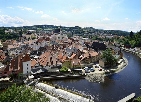 Cesky Krumlov, Czechia, city view with Moldova Vlatava river and church Saint Vitus Standard-Bild
