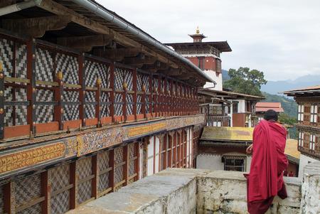 moine: Bhoutan, moine dans Jakar dzong