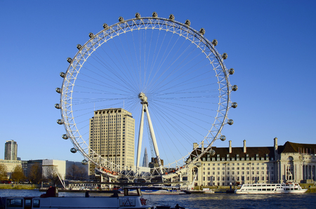 London, Great Britain - January 15th 2016: Giant wheel named London Eye on river Thames 報道画像
