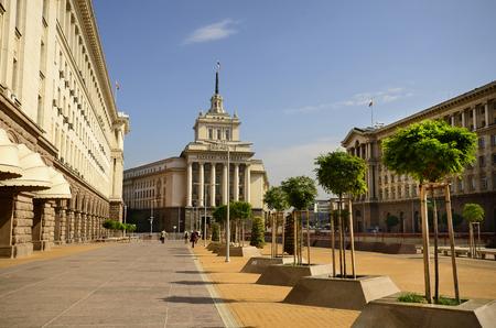 oficina antigua: Sofía, Bulgaria: Edificio del antiguo partido comunista - El llamado Largo -, a la derecha el edificio de oficinas del presidente incluyendo diferentes ministerios y abandonó el edificio central de tiendas por departamento