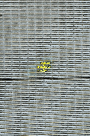 goma de mascar: London, United Kingdom - January 17th 2016: Miniature paintings made from chewing gum by artist Ben Wilson on Millennium Bridge Editorial