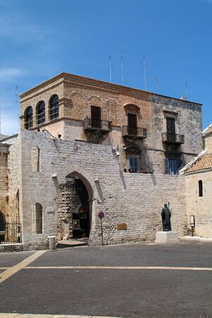 nikolaus: Italy, statue of saint Nikolaus aka San Nicola and archway to old part of the city in Puglia