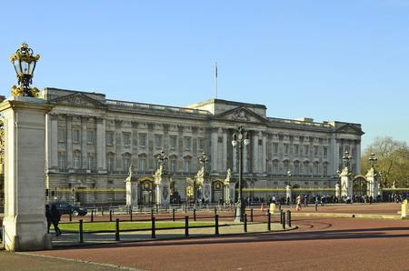 buckingham palace: London, United Kingdom - January 19th 2016: Crowd of unidentified people and Buckingham Palace