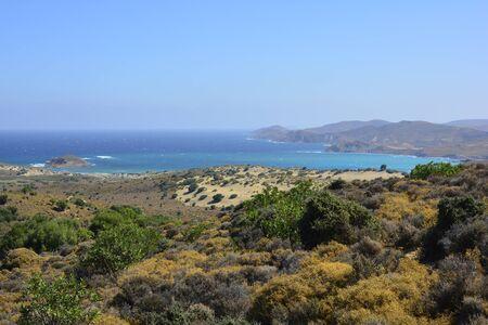 paisaje mediterraneo: Grecia, el paisaje y la vegetación alrededor de Little Sahara aka Pachies Ammoudies en la isla de Lemnos