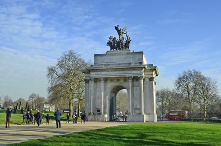 wellington: London, United Kingdom - January 19th 2016: Unidentified people and traffic aroun d Wellington arch