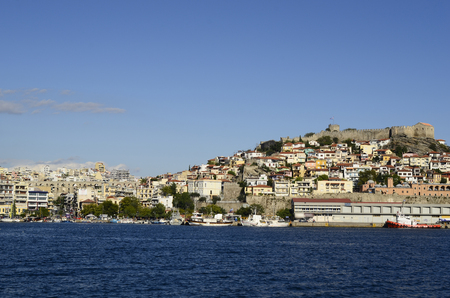 meer: Kavala, Greece - September 21st 2012: Townscape of the city in the Northeast of Greece with harbour, ancient aqueduct Kamares, Imaret and medieval fortress