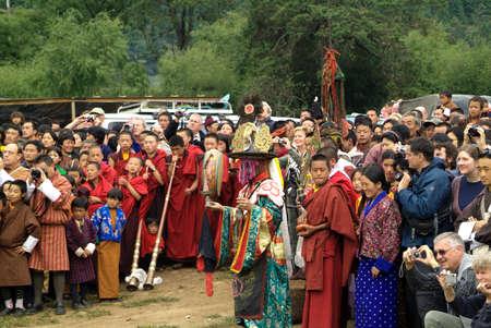 musik: Eroeffnungszeremonie zum Feuerfest beim Thangbi Lhakhang im Choekhor Tal bei Jakar (Chakhar) der Hauptstadt von Bumthang