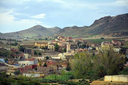 Marokko, kleines Dorf in den Bergen des mittleren Atlas Standard-Bild - 86278166