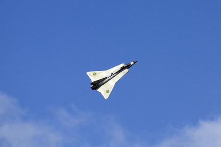 ツェルトベク、オーストリア、シュタイアー マルク州 - 2016 年 9 月 2 日: ビンテージ戦闘機サーブ 35 ドラケン公共航空ショーでの名前兵力 16