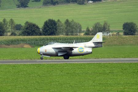 兵力 16 ツェルトベク、オーストリア、シュタイアー マルク州 - 2016 年 9 月 2 日: ビンテージ ジェット戦闘機サーブ J29F テュナン公共航空ショーでの 報道画像