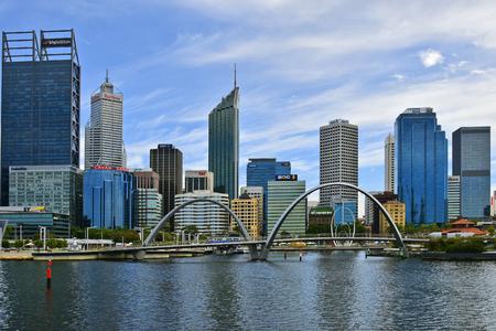 Perth, WA, Australia - November 27, 2017: Skyline on harborside with Elizabeth bridge and Spanda sculpture in the capital of Western Australia 報道画像