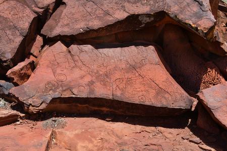 Australia, NT, public Ewaninga Conservation Reserve, area with prehistoric engravings and Aborigines historical site, Stock Photo - 106798290