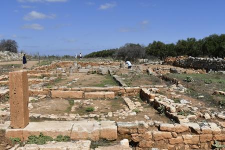 Chania, Crete, Greece - October 06, 2018: Unidentified tourists visite ancient Minoan ruins of Aptera Redactioneel