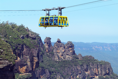 Australia, cable car and rock formation Three Sisters in Blue Mountains nationalpark