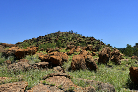 Australia, NT, rocks on hill at Bradshaw walk in Alice Springs Standard-Bild - 118981173
