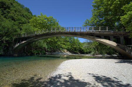 Greece, Epirus, single lane Papingo bridge crossing Voidomatis river in Vikos-Aoos national park 版權商用圖片