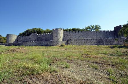 Greece, Arta, fortified wall of the medieval castle 版權商用圖片 - 134991439
