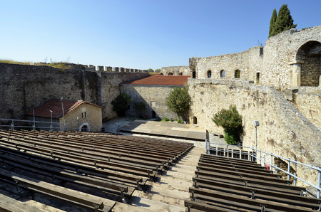 Greece, courtyard castle of Arta, sometimes used for open air concerts 版權商用圖片 - 134991456