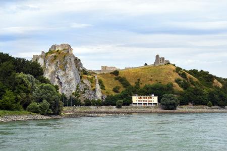 Slovakia, medieval castle Devin on Danube river on the border to Austria 版權商用圖片 - 134991457