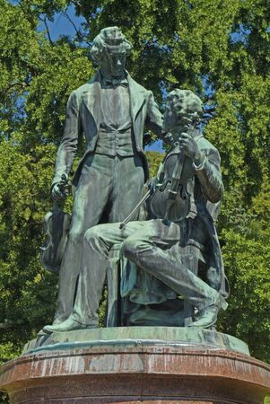 Baden, Austria - July 17, 2009: Memorial for composers and musicians Joseph Lanner and Johann Strauss the elder, both well known for Vienna Waltzes 新聞圖片