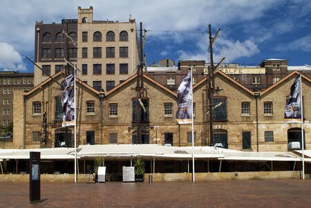 Sydney, Australia - February 12, 2008: The Rocks district , former warehouses - now restaurants and preferred meeting point 新聞圖片
