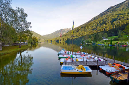 Lunz am See, Austria - September 10, 2020: pedal boats and rowing boats for rent on the Lunzer See, an idyllic lake in the Eisenwurzen mountains 新聞圖片