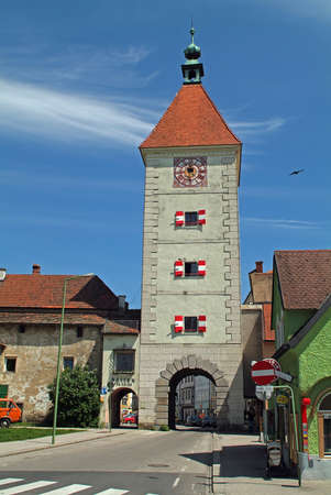 Wels, Austria - May 15, 2006: the city tower named Ledererturm integrated into the old city wall in the city in Upper Austria 新聞圖片